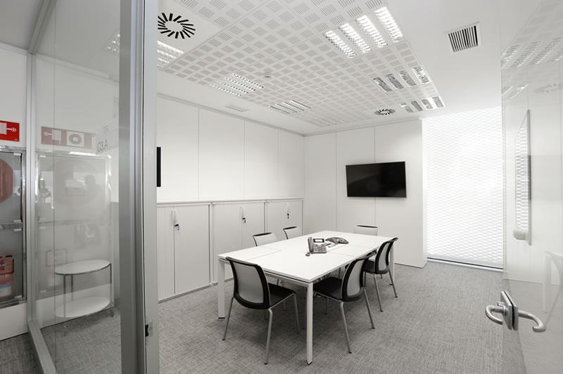 Thelmalan instalam suelo técnico elevado (STE) para oficinas a medida de las necesidades de tu empresa